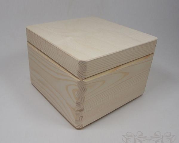 Medinė dėžutė kvadratinė 20x20x14cm 0,5kg Medinės Dovanos Medinė dėžutė